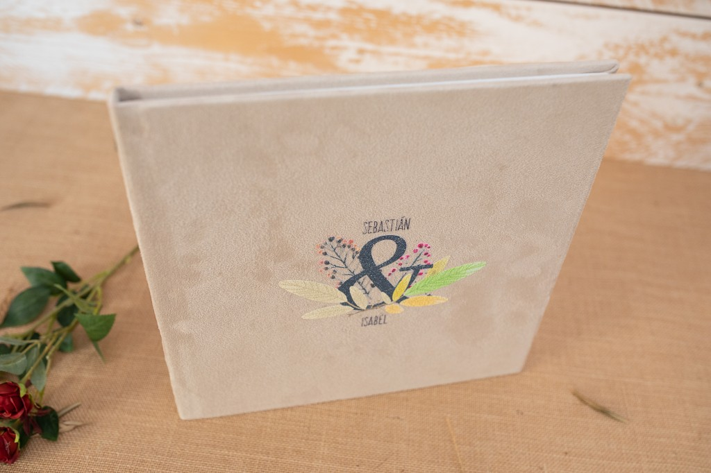 Album de una pieza en lomo cuadrado con Nobuck Vainilla y estampación UVI